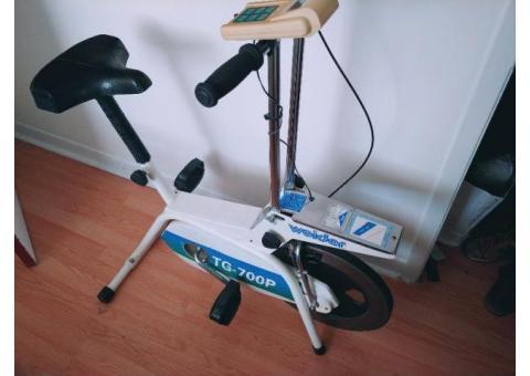 Vélo stationnaire  , en bonne condition (de la France)