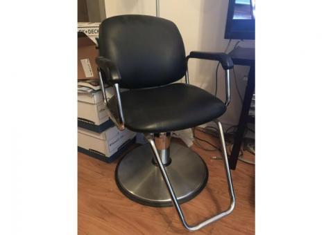 Chaise et séchoir de coiffure